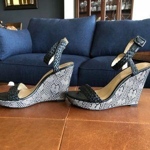 Ann Taylor wedge sandal size 6